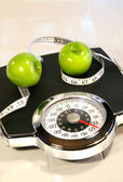 Weight scale with green apples — Stock Photo