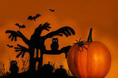 Spooky tree with pumpkin — Stock Photo