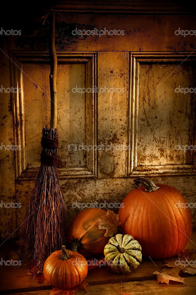 Halloween night/ Pumpkins, broom and gourds at the door ready for halloween — Photo #3286516