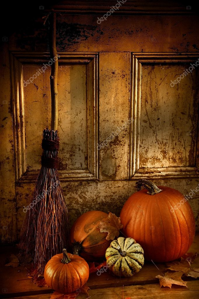 Halloween night/ Pumpkins, broom and gourds at the door ready for halloween — Foto Stock #3286516