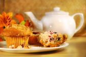 Cranberry muffins and tea — Stockfoto