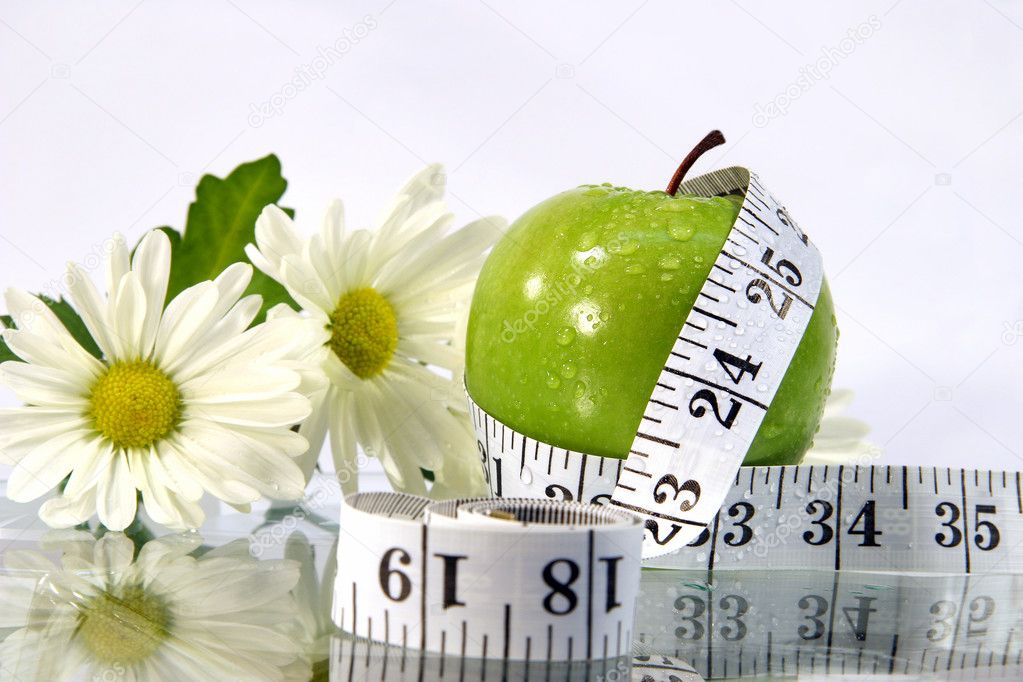 Measurement tape wrapped around green apple/Concept for health and diet  — Foto Stock #3300010
