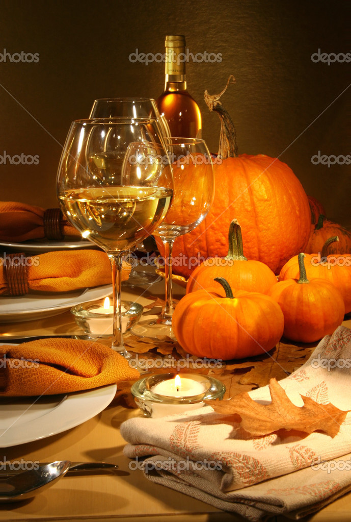 Dinner settings with wine for Thanksgiving  — Stock Photo #3300017