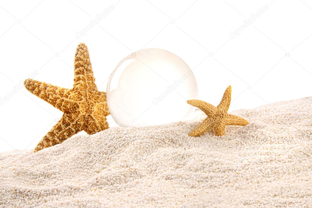 Crystal ball with starfish in the sand — Stock Photo #3348460