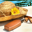 Straw hat, glasses and suntan lotion — Stok Fotoğraf #3390092