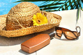Straw hat, glasses and suntan lotion — Stockfoto