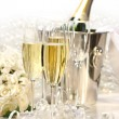 Champagne and a bouquet of roses — Stock Photo