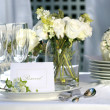 Foto Stock: White place card on outdoor wedding table
