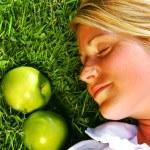 Träumen im Gras — Stockfoto