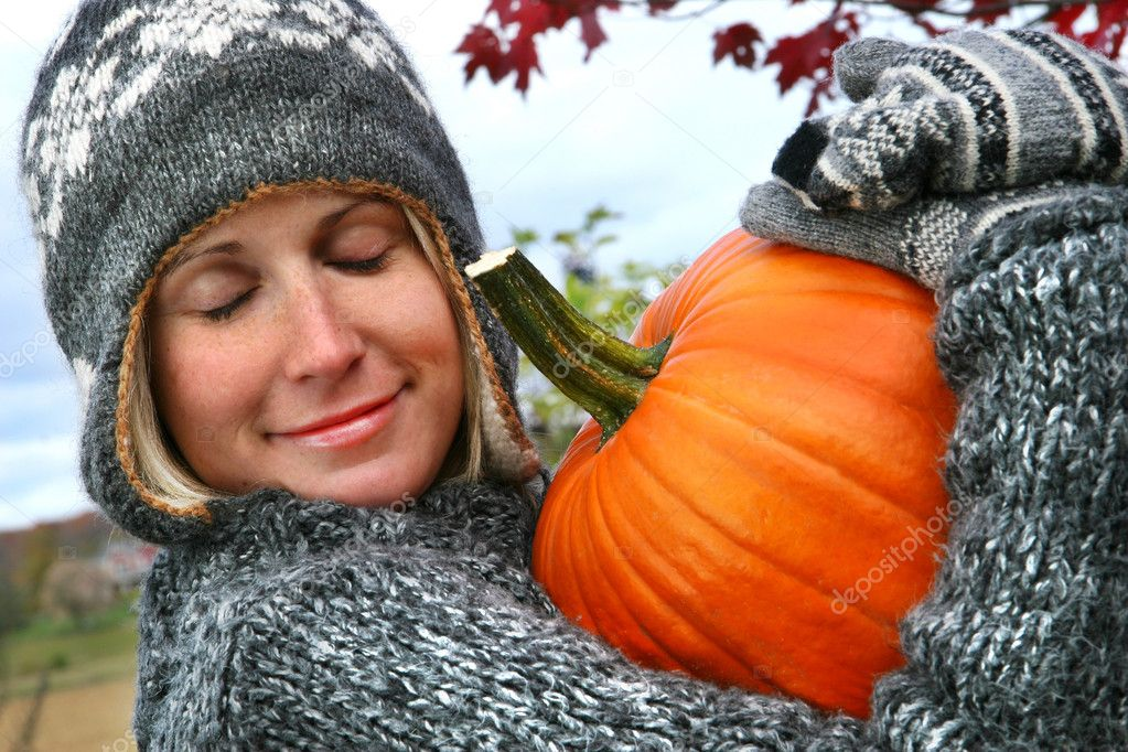 Attractive young woman holding a big orange pummkin — Stock Photo #3450106