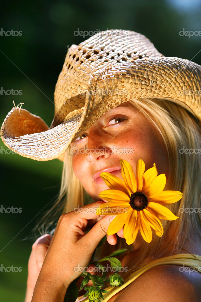 Young woman holding a big yellow daisy — Stock Photo #3450187