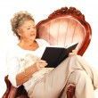 Senior woman reading. - Foto de Stock
