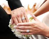 Couple shows wedding rings. — Stock Photo