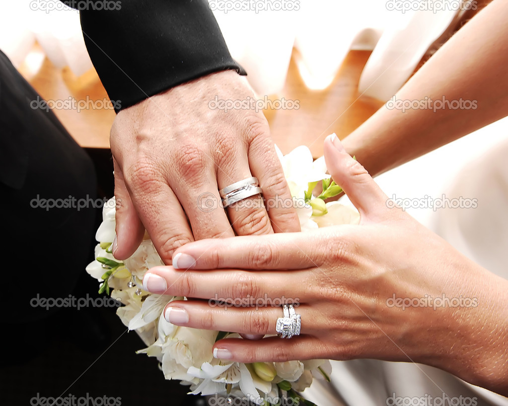 Couple shows wedding rings.Stock Photo ? sucher #3534083