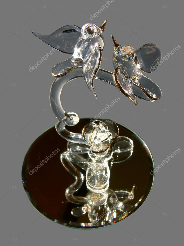 Two love birds made from crystal with gold edged wings and, pokes on anmirror and gray background. — Stock Photo #3600545