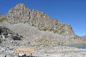 Banco en la montaña — Foto de Stock