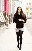 Beautiful girl in stole on the street — Stock Photo