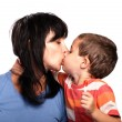 Mother and son kissing — 图库照片