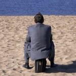 Businessman on the beach — Stock Photo #3250733