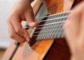 Gitarre spielen — Stock Photo