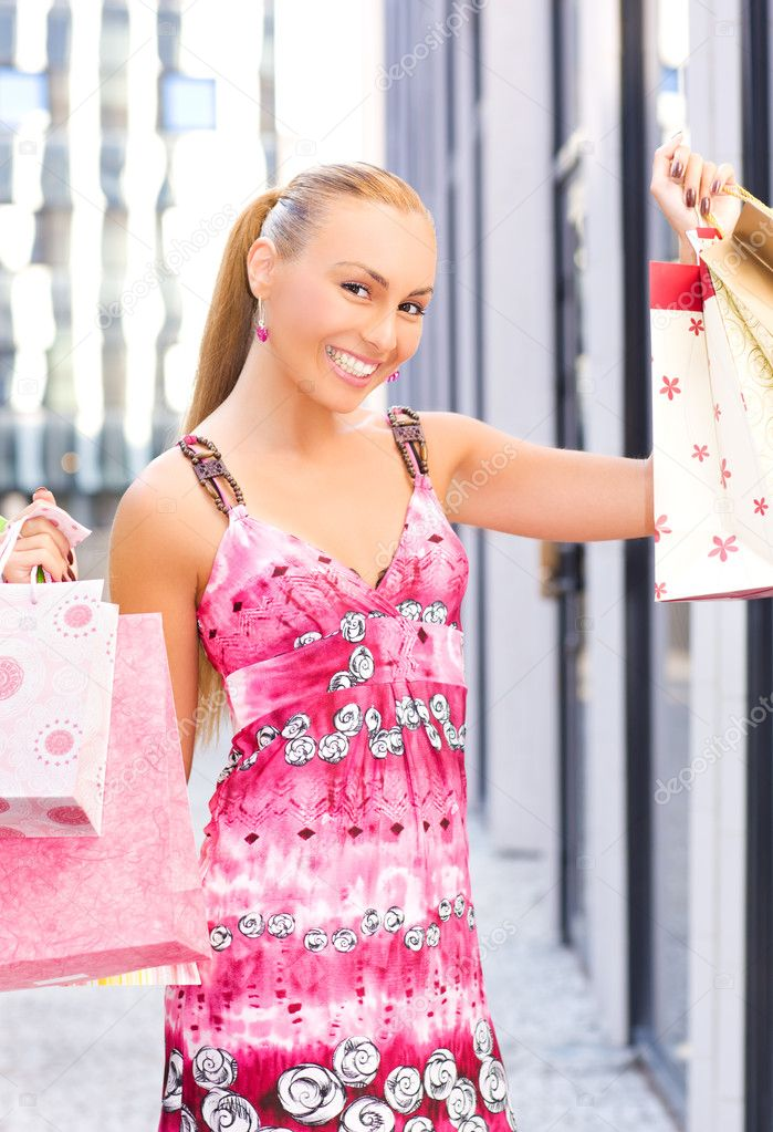 Outdoor picture of attractive woman with shopping bags — Stock Photo #3255483