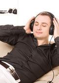 Muž v sluchátka — Stock fotografie