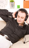 Hombre en auriculares — Foto de Stock