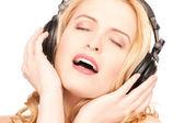 Mujer feliz en auriculares — Foto de Stock