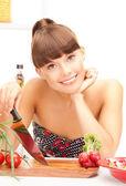 Piękne kobiety w kuchni — Zdjęcie stockowe