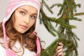 Mujer hermosa en sombrero del invierno — Foto de Stock