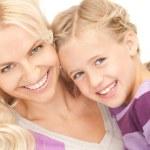 criança e a mãe feliz — Foto Stock