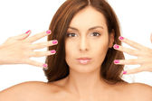 Bella donna con le unghie lucidate — Foto Stock