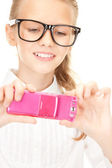 Happy girl taking picture with cell phone — Foto de Stock