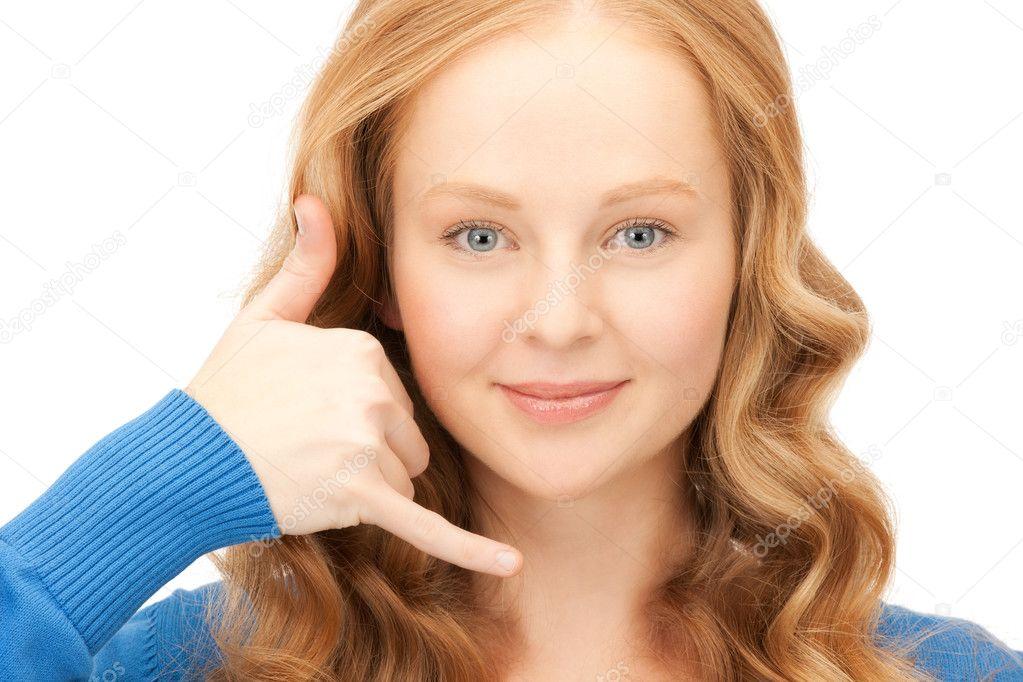 可爱女人打电话说我的手势的照片
