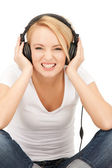 Adolescente feliz em fones de ouvido grandes — Foto Stock