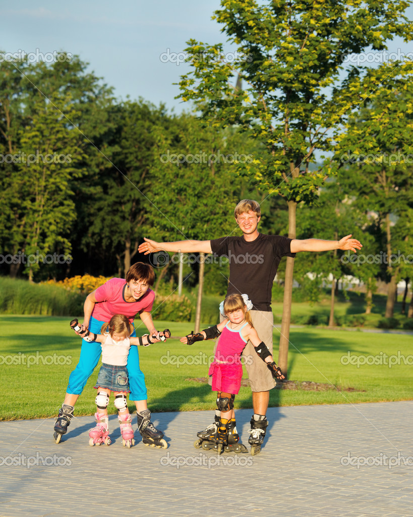 A happy family enjoying weekend in roller skates — Stock Photo #3521013