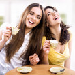 Two young women - Stockfoto
