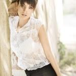 atraktivní mladá žena, mnoho slunečního svitu — Stock fotografie