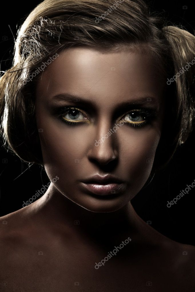 Dark portrait of a beautiful girl, studio shot — Photo #4267176