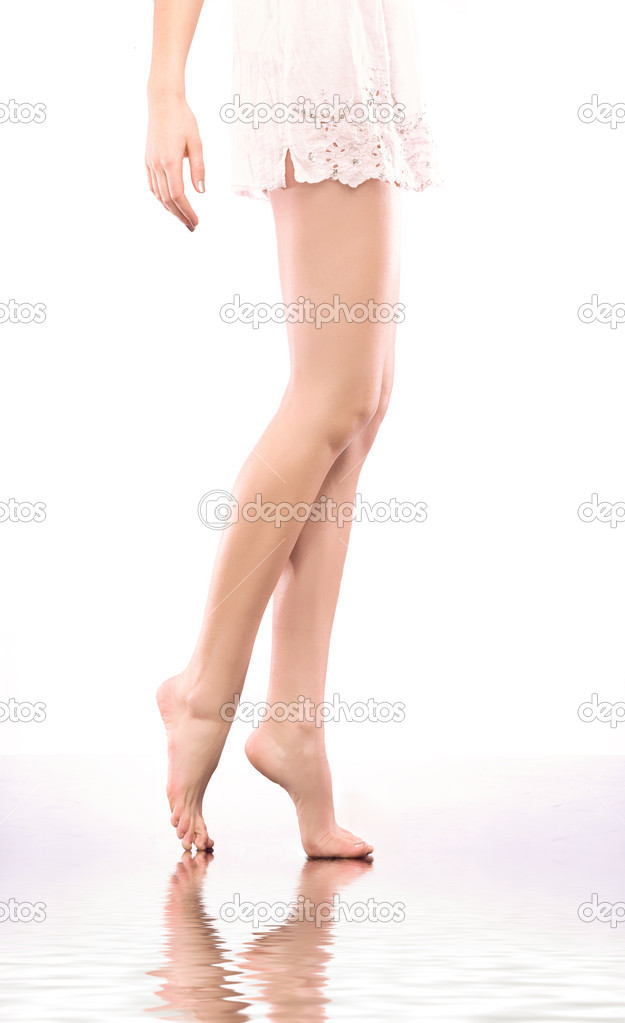 Smooth female legs  — Stock Photo #4288102