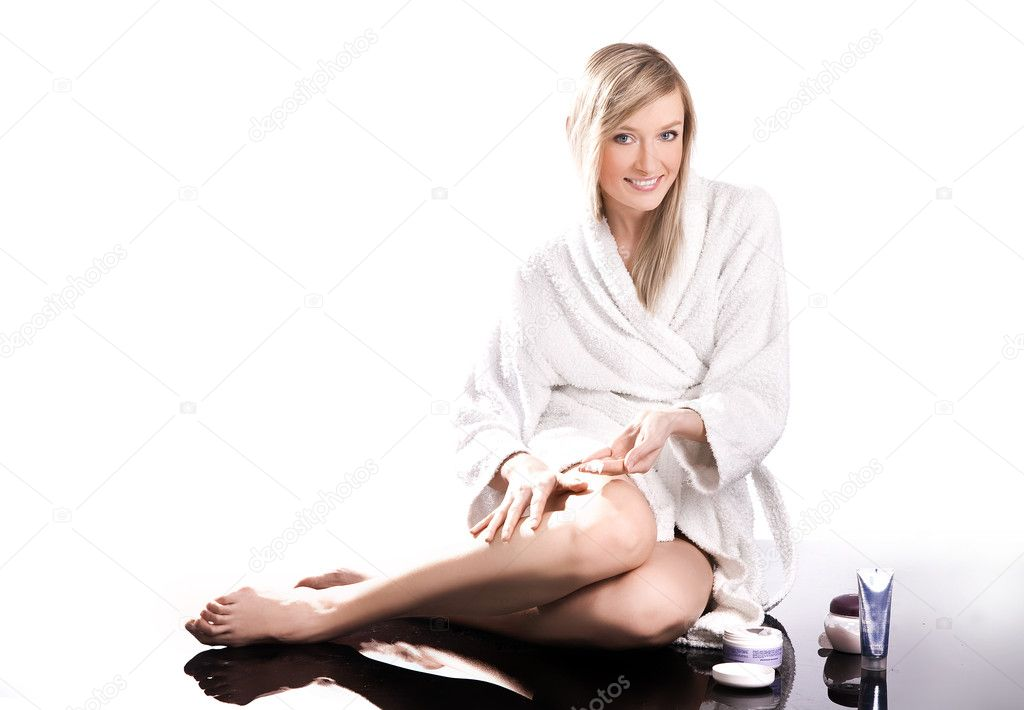 Young beautiful woman covering her leg with skin creme  — Stock Photo #4288143