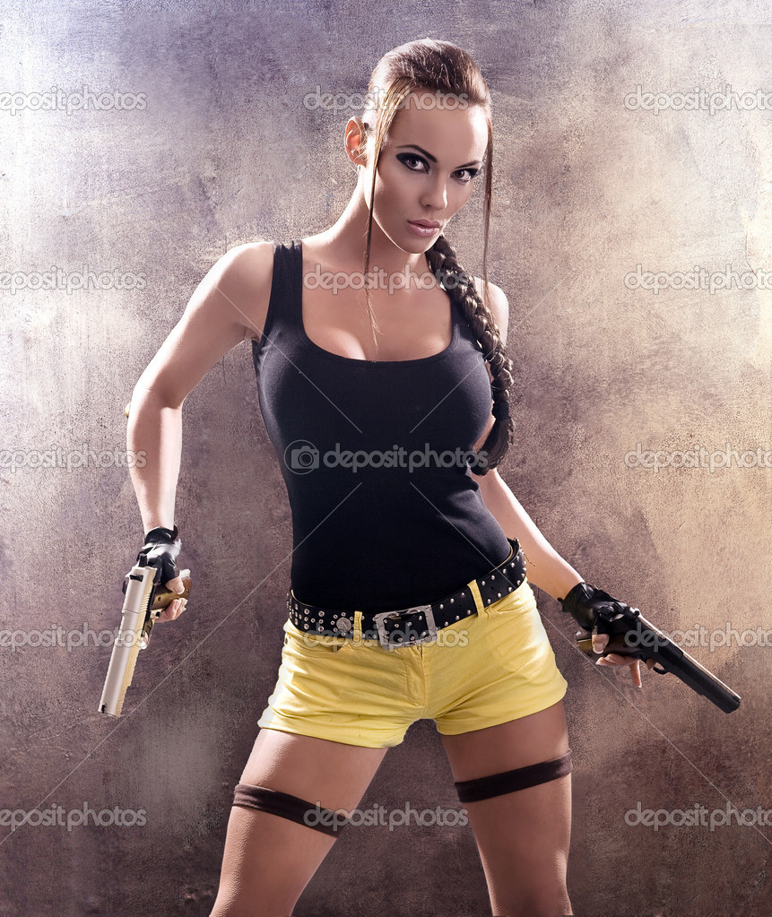 Gun woman strikes back — Stock Photo #4293044