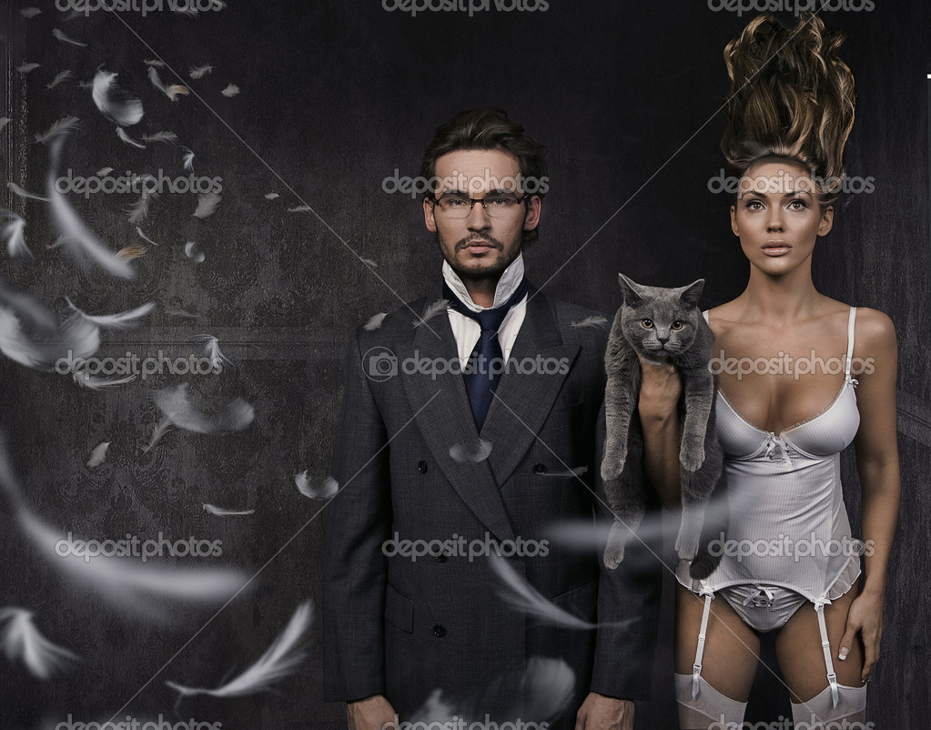 Attractive young couple and british cat  — Stock Photo #4293113