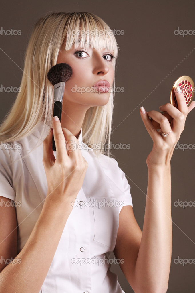 Young female beauty applying face powder  — Stock Photo #4308252