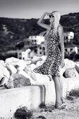 молодая привлекательная блондинка женщина — Стоковое фото