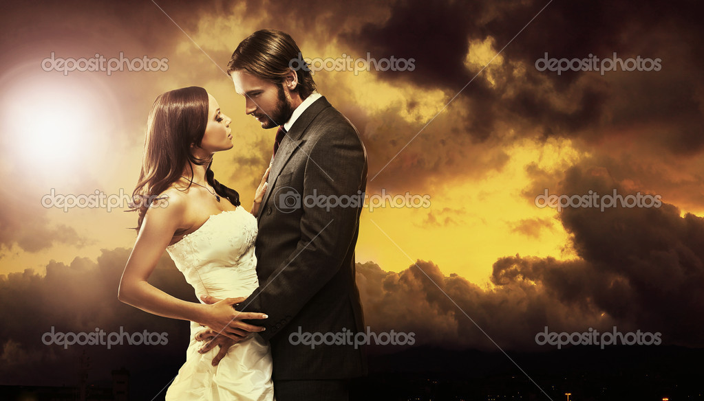 Fine art photo of an attractive wedding couple — Stock Photo #4442721