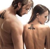 Foto de estilo de moda de una pareja atractiva — Foto de Stock