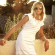 Pretty blonde with sunglasses on a vacation trip - Lizenzfreies Foto