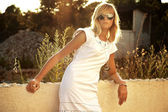 Pretty blonde with sunglasses on a vacation trip — Stok fotoğraf
