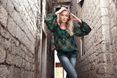 若い女性のファッションのスタイルの写真 — ストック写真